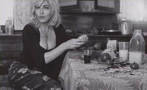 Madonna D&G.JPG