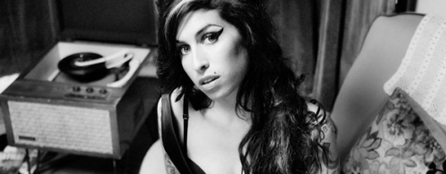 Amy Winehouse, morte, inediti, brani, discografia, dischi, Black to Black, classifica, 2011, video, vevo