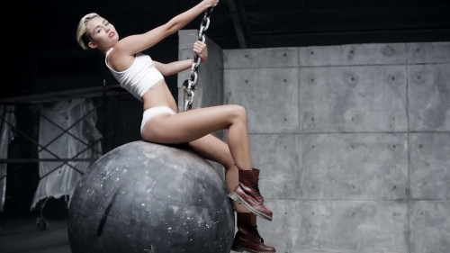 Miley-Cyrus-Wrecking-Ball-Video-Stills-20.jpg