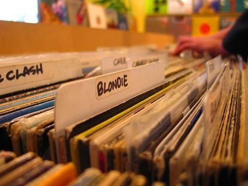 negozio dischi.jpg